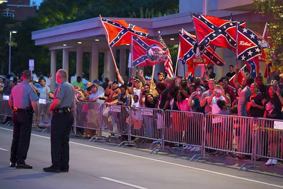 oklahoma-confederate-flag-protest-8a35e86c0d7aa303